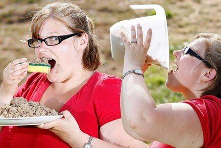 Ngidam Makan Spons Cuci Piring dengan Topping Pasir